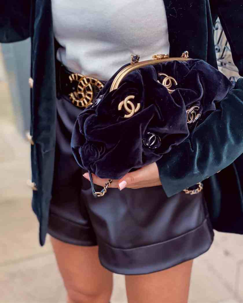 How To Hold & Carry A Clutch Bag Like An Elegant Lady