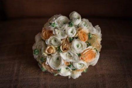 menyasszonyi-csokor-eskuvo-derulato