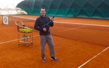 huba-ceremoniamester-tenisz-k