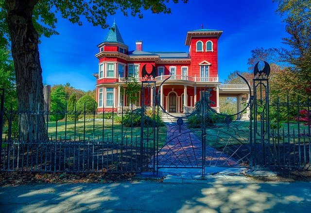 Home of Stephen King in Bangor, Maine Image by 1778011 from Pixabay