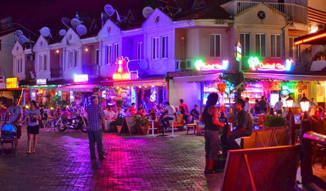 Dalyan Barlar Sokağı ve Gece Hayatı