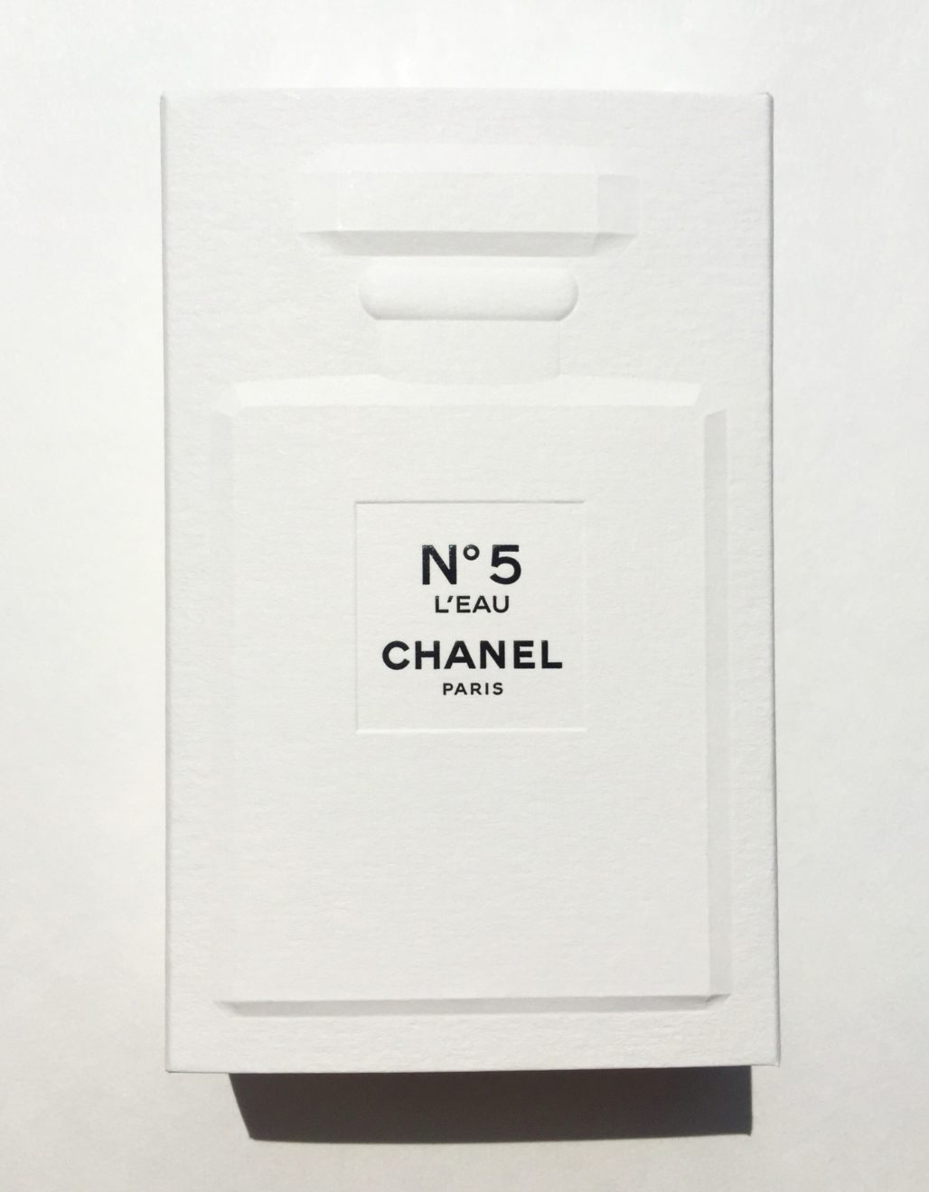 chanel no5 l 39 eau a perfect modern twist on a classic daly beauty. Black Bedroom Furniture Sets. Home Design Ideas
