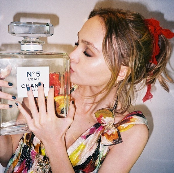 LILY-ROSE-DEPP CHANEL No5 L'EAU review