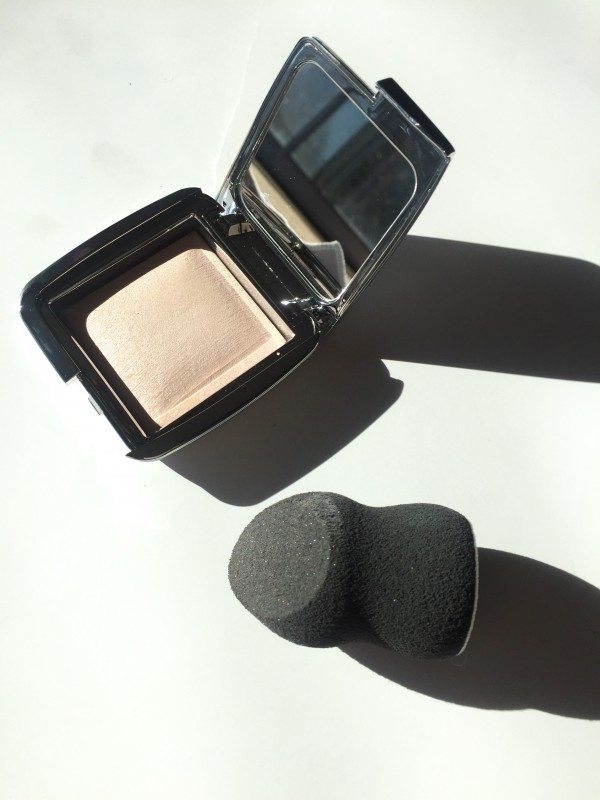 Hourglass Ambient Strobe Lighting Powder Incandescent review