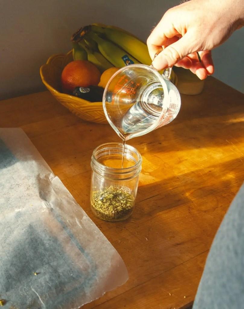 如何在家里自制大麻酊剂?