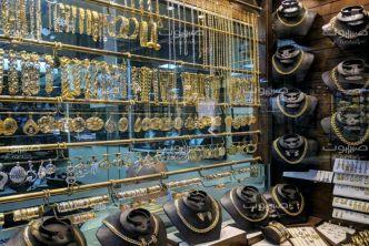الذهب يعاود الارتفاع والمركزي يوقف القروض والتسهيلات الائتمانية