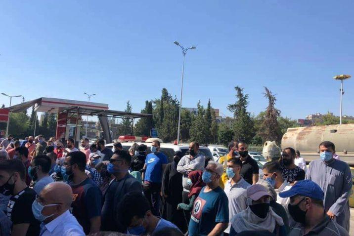 أُصيب بأزمة قلبية.. وفاة أحد مراجعي مراكز الفحص في ملعب الجلاء بدمشق