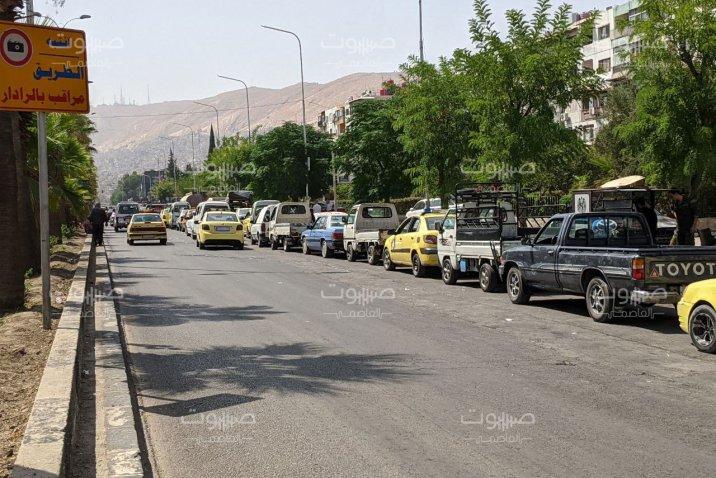 حكومة النظام تخفّض مخصصات السيارات الحكومية من البنزين