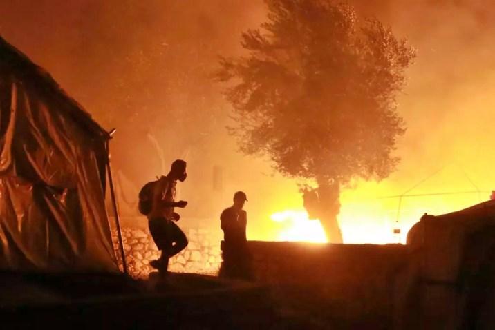 عقب احتراق مخيم موريا.. اليونان تنوي بناء مركز استقبال دائم للمهاجرين