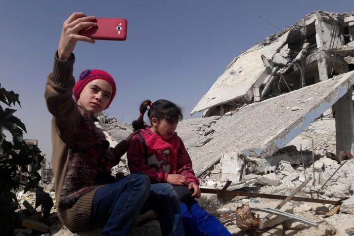 """وثّقت يوميات حصار الغوطة الشرقية.. الشبكة السورية ترشّح الطفلة """"إينار"""" لجائزة السلام الدولية"""