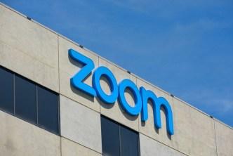 لحماية خصوصية المستخدمين.. منصّة ZOOM توفّر ميزة التشفير بين الطرفيات