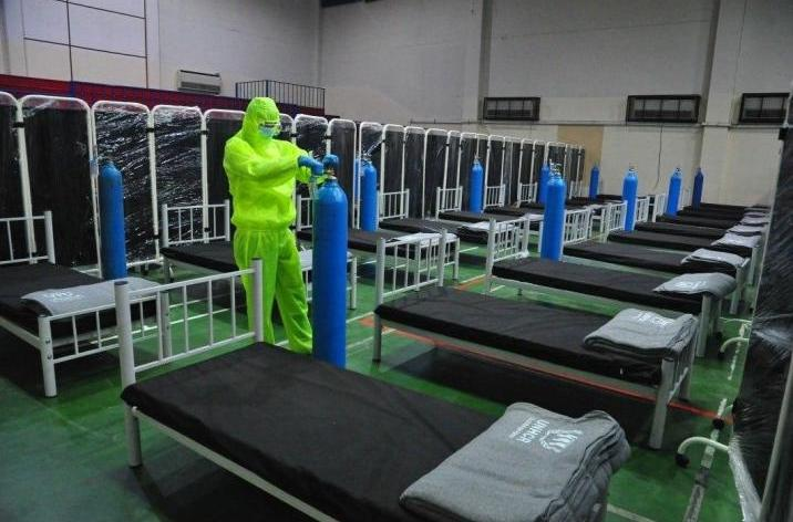 عدد الضحايا سيزداد أكثر.. مسؤول في الصحة يحذّر من موجة عنيفة لكورونا