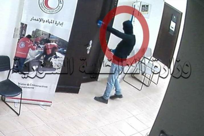 ريف دمشق.. موظّف سابق في الهلال الأحمر يسرق فرع المنظمة في جرمانا