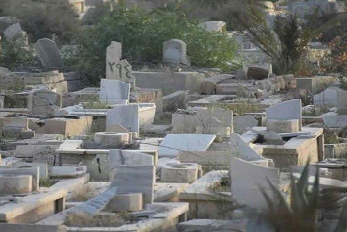 القوات الروسية تمنع أهالي مخيم اليرموك من زيارة مقبرة الشهداء