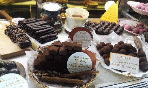chocolatique seoul hongdae chocolate truffles display case french style