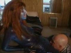 Pozemšťan se sexuálně spojí s mimozemšťankou
