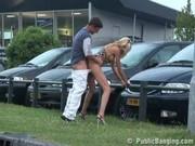 Sex u autosalonu