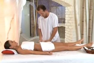 Eva Strauss: Uvolňující masáž (HD porno)