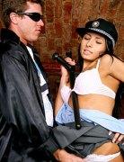 Česká policistka Victoria Rose prcá s mafiánem – české porno