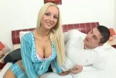 Česká pornoherečka Veronika Simon mrdá se svým přítelem – české porno