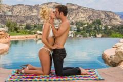 Aaliyah Love: Sexuální romantika u bazénu (HD porno)