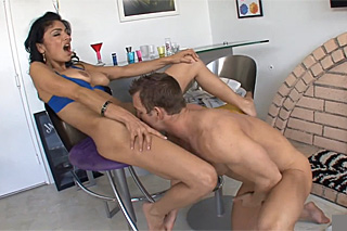 Borec po práci vyšuká nadrženou přítelkyni! (Persia Pele)