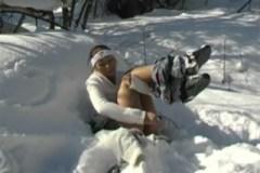 Česká brunetka Sonia Red masturbuje na horách