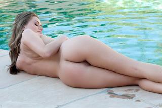 Deník: Sourozenecké hrátky v bazénu