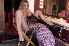 Divadelní herečka mrdá v šatně se žárlivým milencem (Alyssa Lynn, Johnny Castle)