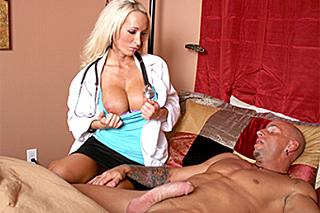 Doktorka píchá s pacientem v domácím léčení (Lichelle Marie)
