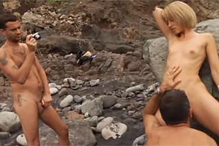Erotické focení a švédská trojka na pláži
