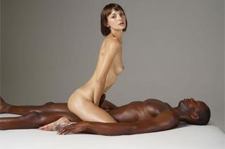Flora a Mike: Něžná erotická masáž končí šedesátdevítkou!