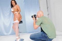 Fotograf Johnny Sins análně ojede modelku Mackenzee Pierce