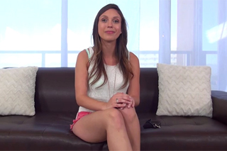 Kameraman prcá na castingu adeptku pro pornofilm (Jade Nile)