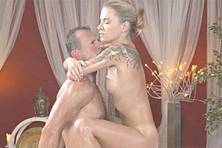 Masér George Uhl ve vášnivé romanci s blondýnkou Angel – české porno