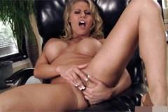 Masturbující pornostar Charisma Cappelli (HD porno)