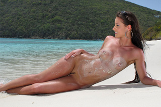 Melisa Mendiny: Erotické sólo na pláži