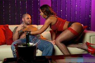 Návštěvník Night Clubu vyšuká striptérku (Teanna Trump)