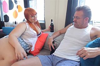 Nevěrný borec vyšuká tlustou kolegyni své manželky!