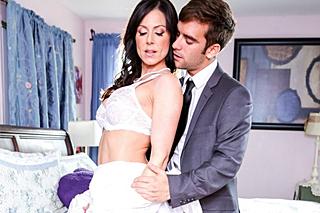 Nevlastní syn vymrdá macechu v den svatby (Kendra Lust)