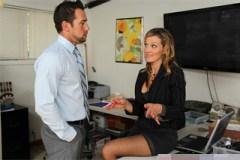 Personalistka Nikki Sexx a nespokojený zaměstnanec Johnny Castle