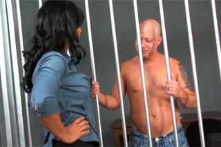 Pornokalendář DP 8.11 – Vězeň Bohumír přefikne advokátku Isis Love
