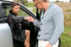 Prostitutka Susan Ayn donucena řidičem k drsné kuřbě!