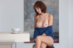 Půvabná Hayden Winters ukáže masturbaci (HD porno)