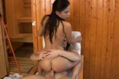 Rekreantka Vanessa Paradise a penis uklízeče v hotelu
