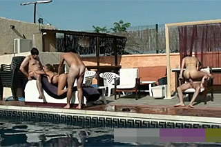 Španělská swingers party u bazénu!