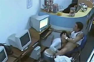Tajná soulož v internetové kavárně