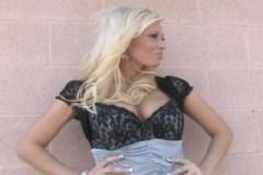 Trestanec klatí ve vězení blonďatou šlapku (Angelina Ash)