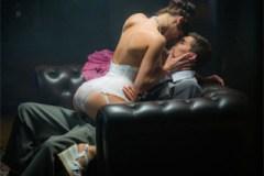 Dáma v kostýmu Victoria Daniels něžně šoustá v dobové atmosféře – české porno