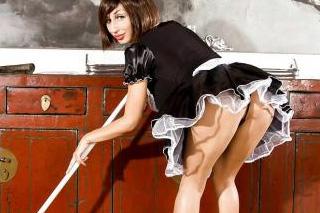 Francouzská služka Venera předvádí při úklidu obří prsa!